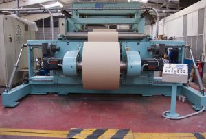 Winding machine for plastic films, paper, and cardboard